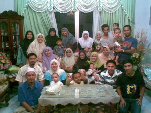 with my sepupu2 and anak sepupu..the picture was taken on Hari Raya Aidilfitri 2008..