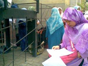 candid!before ke dewan exam..haii,sempat lg amik gambar ye!quick revision before masuk ke dewan exam!