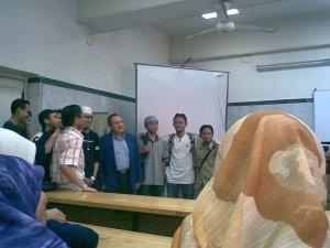 kelas terakhir kami-Pharmacology bersama Prof Hisham..arwah di bhgn kanan sekali